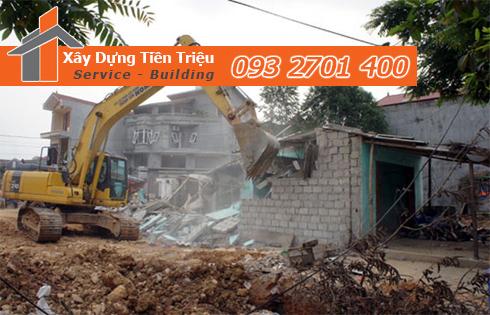 Tháo dỡ công trình nhà cũ tại Quận 4