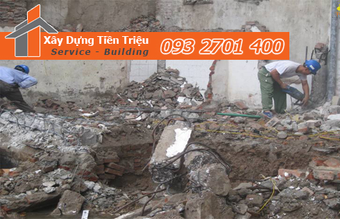 Đập phá, tháo dỡ nhà cũ tại quận Tân Bình.