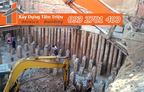 Thi công đào đất tầng hầm Quận 12 bằng cơ giới.