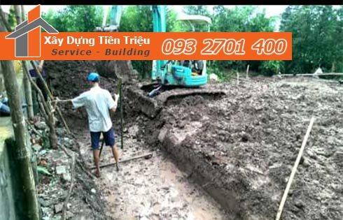 Đào móng công trình cơ giới Huyện Hóc Môn.