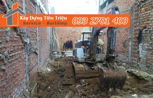 Quy trình đào móng nhà dân tại Quận 1.