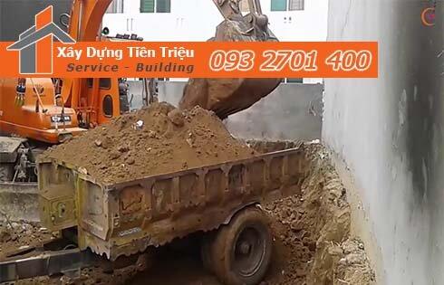 Thi công đào đất tầng hầm Quận 11 bằng cơ giới.