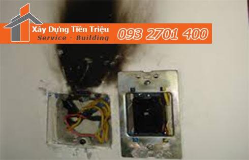 Nếu gia đình bạn sử dụng quá nhiều đồ điện với công suất lớn thì cũng là một trong những nguyên nhân phổ biến gây chập cháy dây điện và ổ cắm không vào điện.