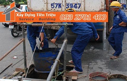 Phương pháp nạo vét bùn đất từ cống rãnh đường cống thoát nước.